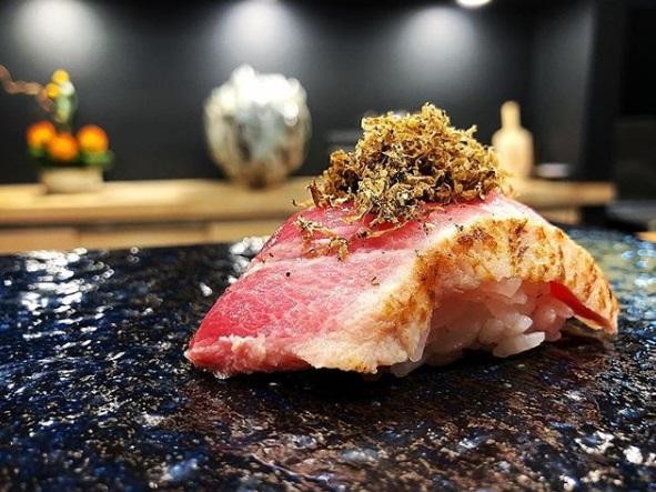 Blue fin tataki%2C black truffle