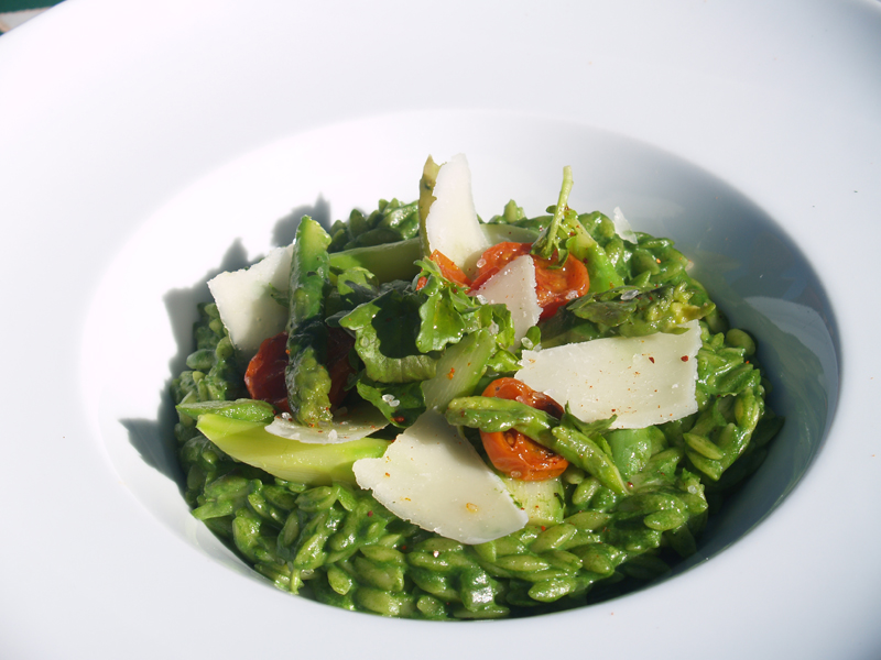 Kasbah Tamadot Mhamssa with spinach and asparagus low res