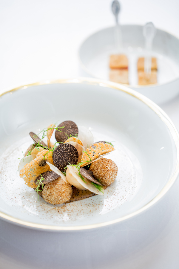 Restaurant Le Meurice Alain Ducasse Jerusalem artichokes from Pays de la Loire%2C tuber melanosporum MEURICE 18 01 18 ®pmonetta 2728 (1) low res